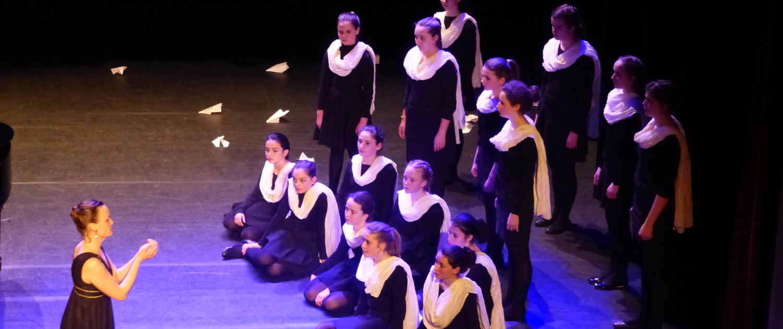 Choeur de filles opéra